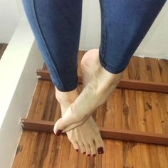 Jizz my fizz Nice Toes, Pretty Toes, Feet Soles, Women's Feet, Painted Toes, Foot Love, Foot Pics, Barefoot Girls, Beautiful Toes