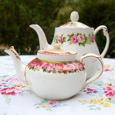 30/5/13 We love thse pretty vintage floral tea pots and think they are just the thing for a lovely summer afternoon tea in the garden
