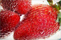"""Bild von Sarah Kastner - """"Erdbeeren mit Wasserblasen"""""""