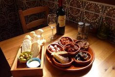 Enjoy the many Spanish Tapas bars, where they serve free tapas with every drink - according to Granada tradition.