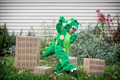 Adorable kids costumes: King Kong & Godzilla