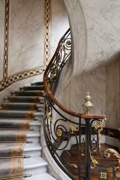 Jacquemart-André Museum, 158 boulevard Haussmann, Paris VIII - Home Decoratings Grand Staircase, Staircase Design, Marble Staircase, Winding Staircase, Spiral Staircases, Architecture Details, Interior Architecture, Interior Design, Haussmann