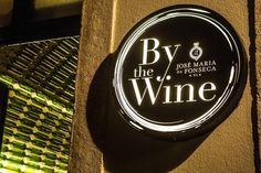 By The Wine – José Maria da Fonseca O primeiro bar-loja de uma marca de vinhos portuguesa! A By The Wine – José Maria da Fonseca, localizada no Chiado em Lisboa, tem além de uma vastíssima garrafeira, petiscos e histórias de uma das mais antigas famílias a produzir vinho no país.