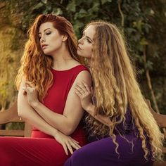 FPI over on @purpleportofficial with the fabulous photographer @upbeatdigitalart and beautiful one @sinoparin ❤  Looking forward to seeing you guys next week eeeek! ❤ #fpi #purpleport #hairporn #preraphaelite #art #photography #alanewart #jezebelle #sinoparin #purpleport #week #weekend #followers #grace #models #duo #dress #gown #colour #yay #saturdayfun #classic #beauty #instabeautiful