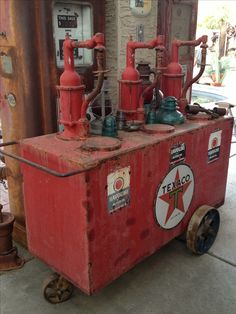 Texaco lubester(photo only) Old Gas Pumps, Vintage Gas Pumps, Vintage Oil Cans, Pompe A Essence, Old Gas Stations, Custom Garages, Filling Station, Texaco, Oil And Gas
