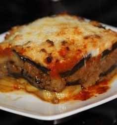 Moussaka paso a paso. / Step by step Moussaka. Grilling Recipes, Cooking Recipes, Healthy Recipes, Moussaka, Tortas Light, Best Dishes, Turkish Recipes, Dinner Dishes, International Recipes
