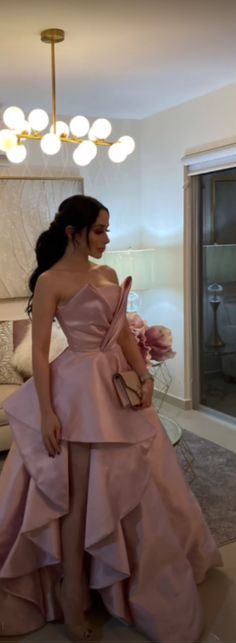 Designs For Dresses, Hijab Dress, Going Out Outfits, Pretty Woman, Girl Photos, Beautiful Dresses, Ball Gowns, Evening Dresses, Fashion Looks