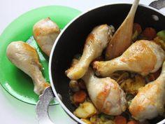 COSCE DI POLLO AL CURRY CON RISO PILAF 5/5 - Unite la carne, il brodo e cuocete per 25 minuti circa a fuoco moderato e a tegame coperto, a fine cottura aggiungete un poco di prezzemolo tritato. Servite accompagnando a piacere con riso Pilaf. In alternativa, a fine cottura frullate le verdure, unite 50 g di panna, mettete nuovamente la salsa sul fuoco, portatela ad ebollizione e servitela con le cosce di pollo, prezzemolo tritato accompagnando il tutto con riso Pilaf.