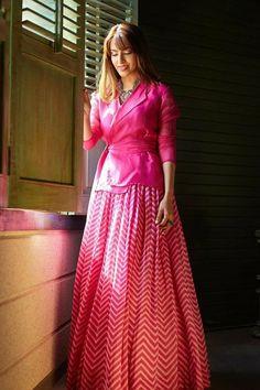 Party Wear Indian Dresses, Designer Party Wear Dresses, Indian Gowns Dresses, Kurti Designs Party Wear, Dress Indian Style, Indian Fashion Dresses, Lehenga Designs, Indian Designer Outfits, Choli Designs