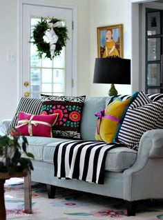 Your living room will feel like a festive present all for you when you take design inspiration from these holiday décor ideas! The vibrant colors and mixed geometric prints are sure to showcase your living persona. Home Living Room, Living Room Decor, Living Spaces, Small Living, Modern Living, Estilo Kitsch, Estilo Interior, Sweet Home, Christmas Home