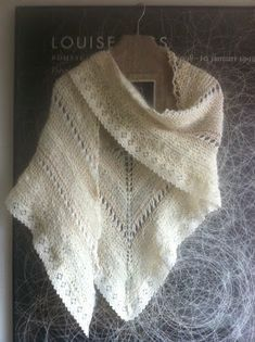 Ravelry: Basbeskrivning Restgarnssjal pattern by Kerstinsdottern. I really like the combination of garter stitch and lace (tape?) in the edge. Very wintery. Knitted Shawls, Crochet Shawl, Knit Crochet, Lchf, Lace Tape, Garter Stitch, Crochet For Kids, Free Knitting, Hand Weaving