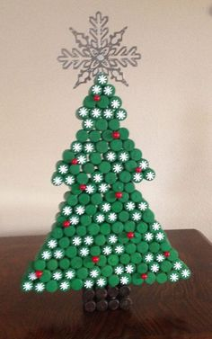 Bottle Top Art, Bottle Top Crafts, Bottle Cap Projects, Diy Bottle, Cork Christmas Trees, Christmas Fun, Christmas Ornaments, Recycled Christmas Tree, Etsy Christmas