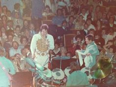 Elvis Presley on Tour ...  April 27, 1977. (8:30 pm) Milwaukee, WI.