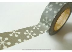 Uh ohhhh, grey, snowflake-y, Japanese washi tape... I don't have a reason to use you, but I sure want to buy you!!!