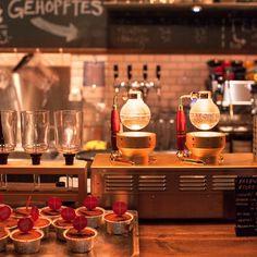 Köstlicher Kaffee in der Milchbar, mit Siphon-Kaffeemaschinen gebrüht | creme zürich