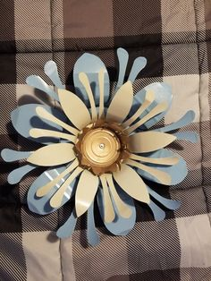 Tin Can Art, Soda Can Art, Tin Art, Soda Can Flowers, Tin Flowers, Paper Flowers, Aluminum Can Crafts, Metal Crafts, Aluminum Cans