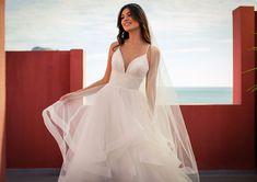 Dieses wunderschöne Brautkleid aus der aktuellen White One Kollektion 2021 findest Du bei Boesckens in Erkelenz. Es ist eines von hunderten Brautkleidmodellen, die Du in allen Größen von 32 bis 58 bei uns erleben kannst. Die allermeisten Bräute buchen rechtzeitig vor der Hochzeit einen unverbindlichen Beratungstermin, damit sie ihr ganz persönliches Traumkleid bei uns finden. Wir freuen uns auf Dich!   ::  #brautkleid #hochzeitskleid #boesckens Formal Dresses, Wedding Dresses, Fashion, Gown Wedding, Marriage Dress, New Wedding Dresses, Scale Model, Nice Asses, Dresses For Formal