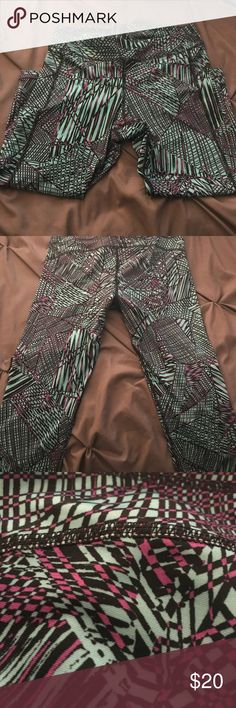 Betsey Johnson workout ankle pants Betsey Johnson workout ankle pants. Size medium. Tag removed due to annoyance. Worn once. Betsey Johnson Pants