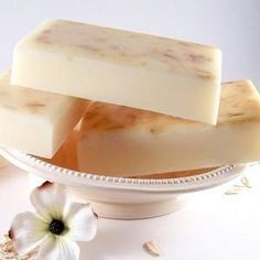 Oatmeal Soap Recipe: Cold Process Glycerin, Goat Milk, and Variations Soap Making Recipes, Soap Recipes, Oatmeal Soap, Exfoliating Soap, Honey Soap, Handmade Soaps, Diy Soaps, Milk Soap, Cold Process Soap