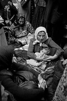 Μητέρες με παιδιά κατά την τελετή Κόρπους Κρίστι