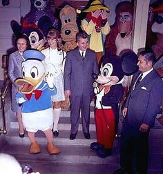 Romanian Communist dictator Nicolae Ceauşescu and his wife Elena Ceauşescu visited Disneyland in 1970 Disneyland, Romanian People, World Leaders, 1970, Mickey Mouse, Disney Characters, Fictional Characters, Military, America