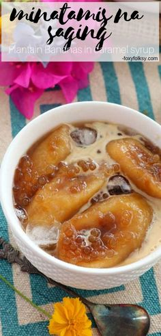 Plantain Banana in Syrup (Minatamis na Saging) This Minatamis na Saging is so easy to make requiring only 3 basic ingredients. A delicious and healthier dessert or snack option that can be made fancier by just adding crushed ice, milk, and tapioca pearls. Philipinische Desserts, Banana Dessert Recipes, Asian Desserts, Healthy Dessert Recipes, Gourmet Recipes, Cooking Recipes, Pinoy Dessert, Filipino Desserts, Pinoy Food Filipino Dishes