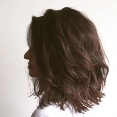 Do you like your wavy hair and do not change it for anything? But it's not always easy to put your curls in value … Need some hairstyle ideas to magnify your wavy hair? Bangs With Medium Hair, Short Hair Cuts, Medium Hair Styles, Curly Hair Styles, Androgynous Haircut, Lob Haircut, Choppy Hair, Wavy Bob Hairstyles, Hair Trends
