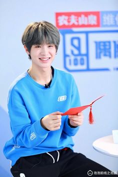 He's so cute? Why are the boys so cute Mc Jin, Justin Huang, Kpop Boy, Pretty People, Handsome, Pure Products, Actors, Boys, Cute