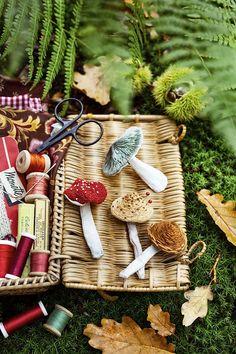 Porte-épingles DIY: tutoriel pour coudre et broder un pique-aiguilles - Marie Claire Marie Claire, Couture Sewing, Straw Bag, Picnic, Basket, Diy, Sewing Box, Handmade Gifts, Pique