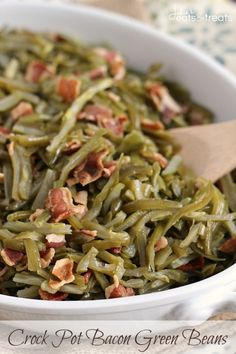 Crock Pot Bacon Green Beans ~ Quick and Easy Slow Cooked Side Dish Perfect for the Holidays! ~ http://www.julieseatsandtreats.com