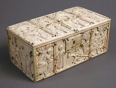 Casket,14th century,made in France.  ivory