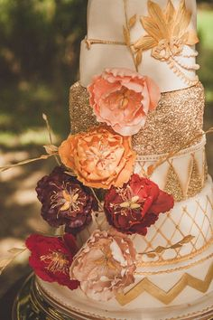 gold sequin metallic wedding cakes with floral decorations Metallic Wedding Cakes, Fall Wedding Cakes, Mod Wedding, Wedding Cake Designs, Sequin Wedding, Floral Wedding, Rustic Wedding, Glitter Wedding, Trendy Wedding
