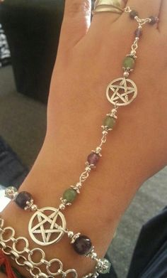 This is beautiful.  I would love to make something like this Bijoux Wiccan, Wiccan Jewelry, Gothic Jewelry, Medieval Jewelry, Body Jewelry, Jewelry Box, Jewelry Making, Jewellery, Hand Jewelry