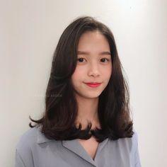빌드펌 Medium Hair Styles For Women, Long Hair Styles, Korean Medium Hair, Ulzzang Hair, C Curl, Permed Hairstyles, Hair Goals, Hair Inspiration, Hair Care