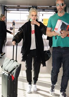 #CaraDelevingne, #London Cara Delevingne - Arriving at Heathrow Airport in London – 03/26/2017 | Celebrity Uncensored! Read more: http://celxxx.com/2017/03/cara-delevingne-arriving-at-heathrow-airport-in-london-03262017/