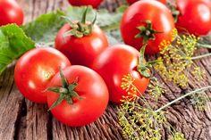えっ…トマトも冷蔵庫に入れちゃダメ!? 「常温で保存すべき」食品6つ