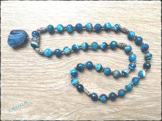 Cuentas de ágata azul-blanco facetada, con abalorios plateados y colgante nugget facetado de ágata azul - cuentas: ágata azul-blanco facetada (10 mm) - colgante: nugget facetado de ágata azul (25x20 mm) Largo total del collar: 33 cm
