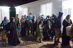 Il numero dei rifugiati siriani è salito a 1.6 milioni. Le famiglie continuano a scappare dalla Siria attraverso i confini con gli stati vicini. Questa foto è stata scattata al confine con la Giordania.  UNHCR/J.Kohler