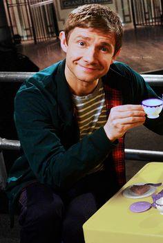 TEAAAA?! Why of course I will drink tea with Martin Freeman we'll talk Sherlock and Hobbit ;)
