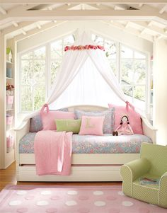 dream bedroom for my daughter, love the windows and the canopy/netting over the bed, plus the built in book shelf