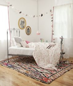 Via Mermagblog Why do we love that soft-look? We could give lots of reasons because soft tones create a peaceful atmosphere which fills us, a dreamer and romantic space which makes our imagination fly…however, we think that you must see it with these children's rooms with pastel tones to fall in love with them. This colour […]