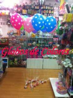 Una idea muy original para regalar a los niños que vayan a la fiesta: un globo sujeto por una bolsita de golosinas.  http://blog.globosdecolores.com/2013/01/22/regalo-original-para-los-ninos/