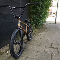 Today's #shoutoutmysubrosa goes to @maat_q and his @lahsaankobza signature Subrosa Code frame build up! The Trans Golden color is one of my favorites that's Subrosa has done. Looks great Nick, thanks for the support! #BMX #Subrosa #subrosabrand #subrosasaves #lahsaankobza #bicycle #bike #bikecheck