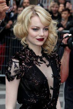 Emma Stone bold lipstick, shiny pink eyeshadow, curled updo