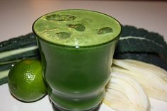 Twist of Lime & Fennel Juice Ingredients: 2 fennel bulbs 6-8 kale leaves (Tuscan cabbage) 2 limes