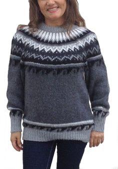 Grauer #Damenpullover aus weicher #Alpakawolle gefertigt. Norweger Stil mit Rundhalsauschnitt.