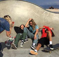 Shooting Photo Amis, Look Skater, Foto Sport, Kreative Portraits, Socks Outfit, Cooler Look, Skater Girls, My Vibe, Teenage Dream