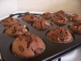 BÁJEČNÉ ČOKOLÁDOVÉ MUFFINY | Mimibazar.cz Ham, Cupcakes, Breakfast, Food, Morning Coffee, Cupcake, Hams, Eten, Cupcake Cakes
