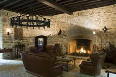 Photo gallery and virtual visit of the Montbrun Castle: Living Room