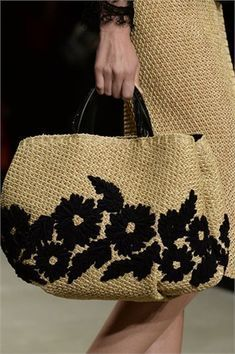 Discover thousands of images about Best DIY Tote Bag - Stacha Styles Diy Tote Bag, Reusable Tote Bags, My Bags, Purses And Bags, Diy Sac, Basket Bag, Summer Bags, Knitted Bags, Handmade Bags
